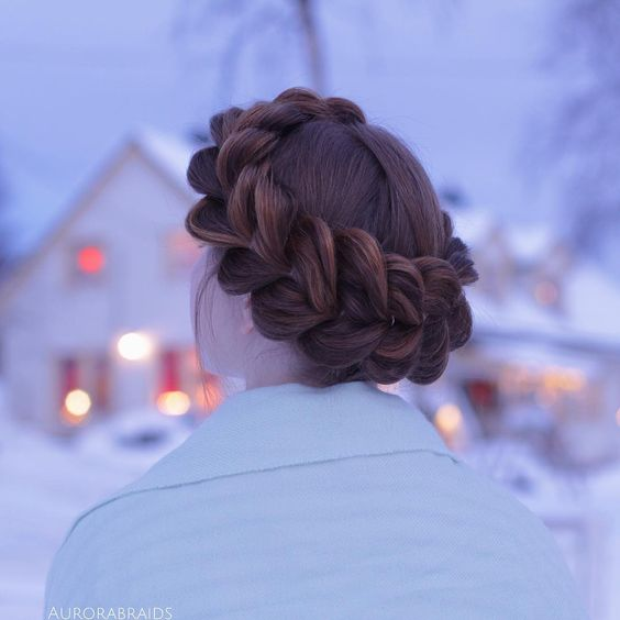 Pull-Through crown braid💙✨ Only a couple of days until christmas!🎅� Eeek, where did the time go!?