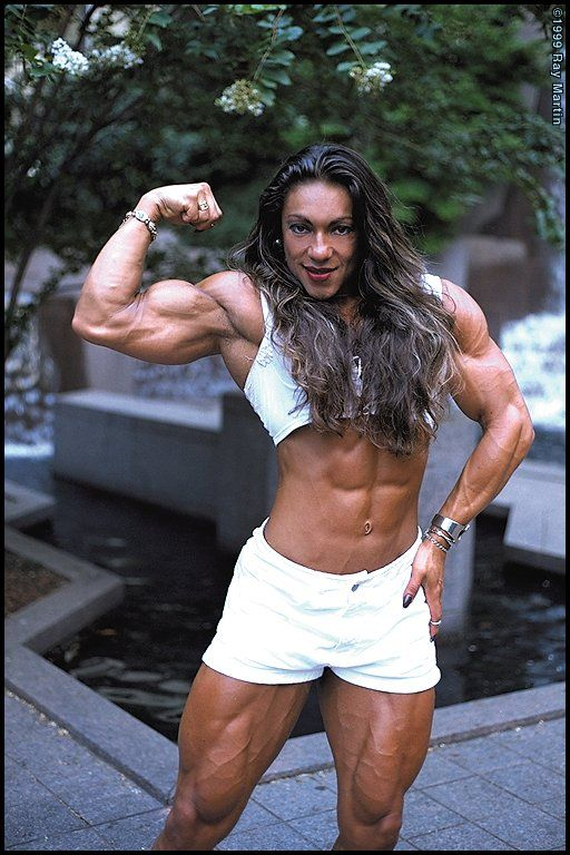 Flexing #femalemuscle #musclegirl #fbb #femalebodybuilder #femalebodybuilding