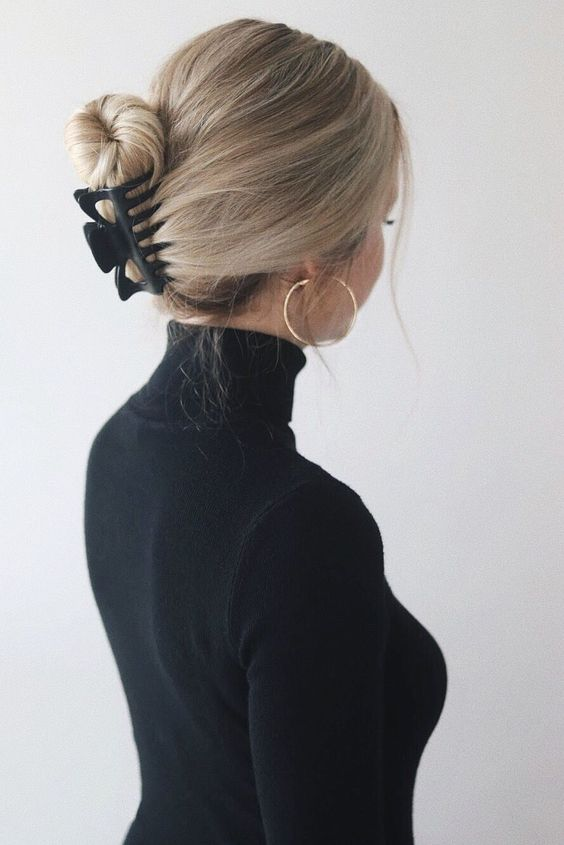 EASY CLAW CLIP HAIRSTYLES - Alex Gaboury #hairclips 90'S HAIRSTYLES, JENNIFER ANISTION INSPIRED | www.alexgaboury.com