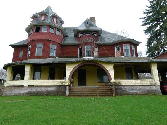 Caledonia Lodge in Canton, PA. Queen Anne Shingle Style circa 1894 built for Daniel Innes pre-restoration