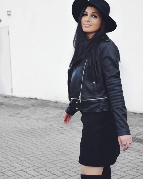 Black Leather Jacket * Black Skirt * Black Hat * Black Overknee Boots * Streetfashion * Daily Look * Outfit * 70s & 90s vibes  Sieh dir dieses Instagram-Foto von @confashiontime an • Gefällt 170 Mal