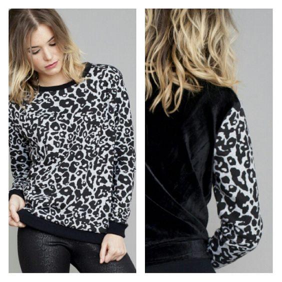 Buzo Grayscale Un look infomal con toque #glam con la espalda en velvet.  #winter #invierno #moda #AW15 #shop #online #ootd #instafashion #instacool #buzo #abrigo #lookdeldia