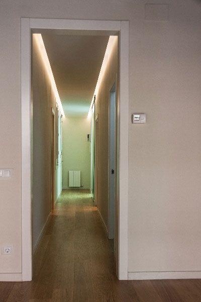 Interiores dise o and barcelona on pinterest for Diseno pasillos interiores
