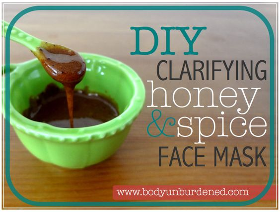 This DIY clarifying raw honey, cinnamon, and nutmeg mask helps clear skin and diminish acne scars. Natural beauty.