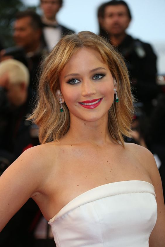 Actress Jennifer Lawrence never disappoints on the red carpet. She wore a pair of octagonal-cut emerald and pear-shaped white diamond drop earrings from Chopard's Red Carpet Collection #Cannes2013