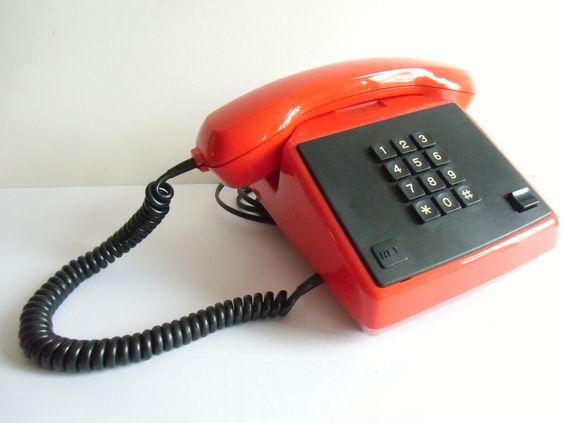 Vintage Telefone - DDR Telefon aus den 70er Jahren - ein Designerstück von…