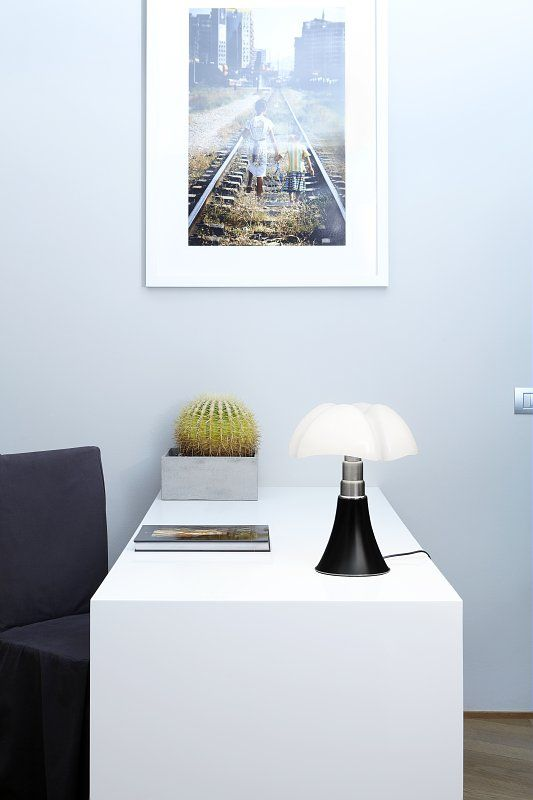 Vraie Lampe A Poser Mini Pipistrello Led 9w Noir Mat Martinelli 35 Cm Lamp Design Contemporain Mini Pipistrello