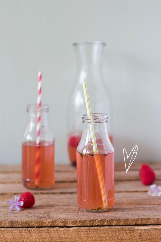 Een heerlijk drankje voor een warme dag als je echt even wat verkoeling nodig hebt. Makkelijk te maken en ook nog super lekker deze strawberry lemonade!