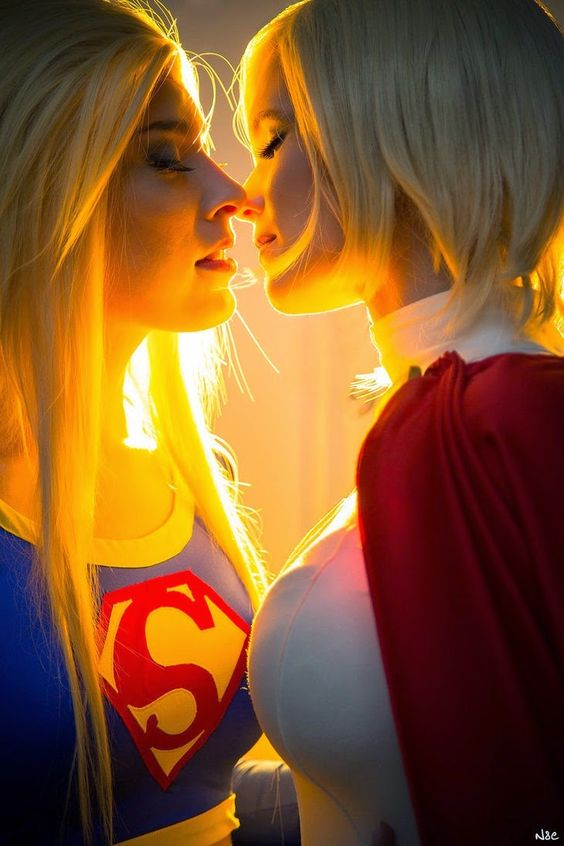 Supergirl and Superwoman… are they the perfect couple? Photo byn&eat J-popcon 2014.Do you know who they are?