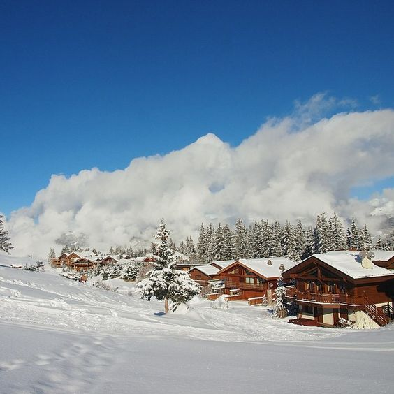 Perfect view for a perfect day at Courchevel #nofilter #ski #snow #neige #chalet #mountain #alps #courchevel #winter