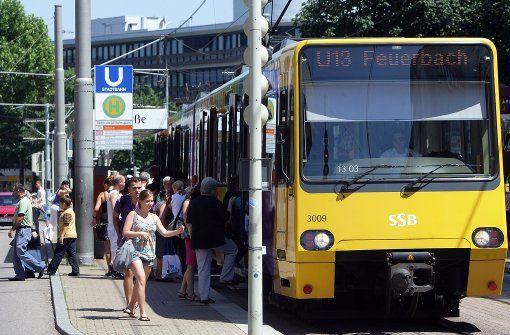 In der Stadtbahn liegt es im Ermessen der Kontrolleure, ob Mitfahrer mit…