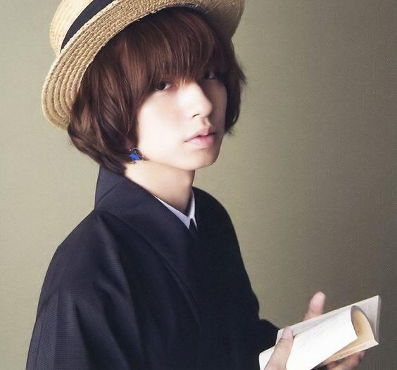 帽子をかぶった伊野尾慧