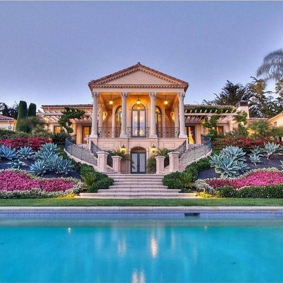54 stunning dream homes mega mansions from social media for Exclusive house
