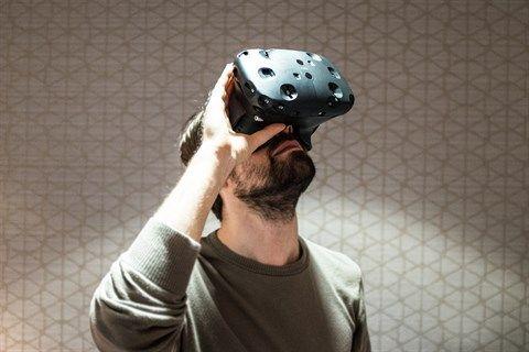 HTC Vive ausprobiert: Mit einem Fuß im Holodeck - Virtual Reality - derStandard.at › Web