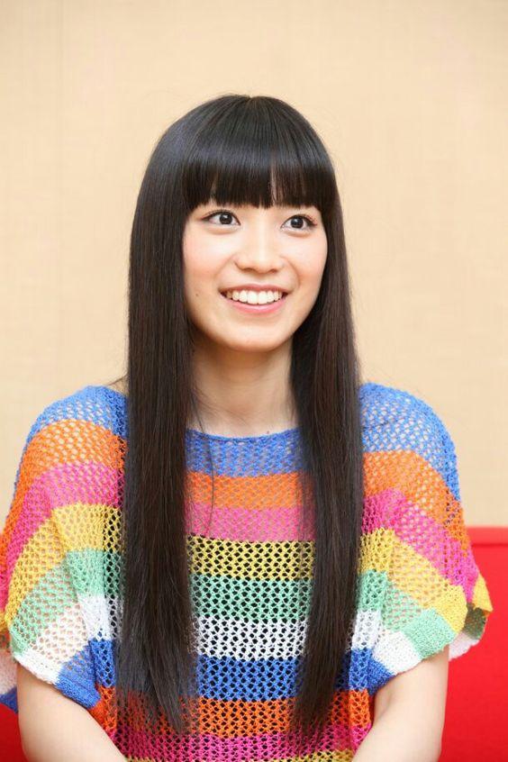 miwaのカラフルな衣装