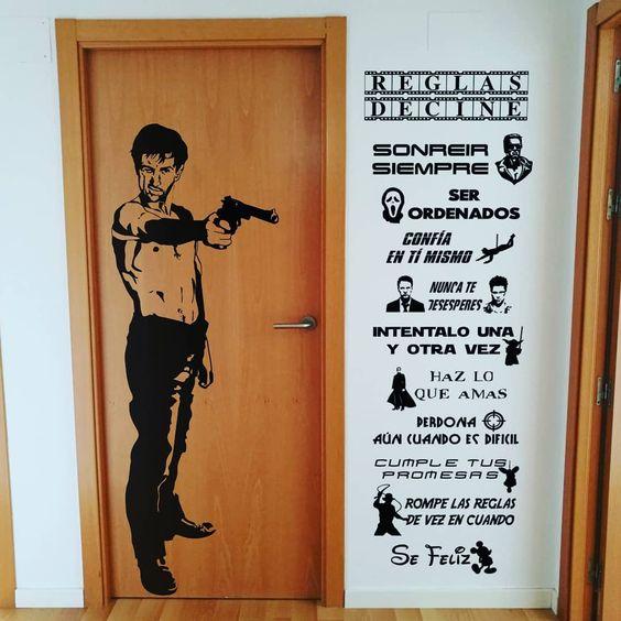 Foto del perfil de retovinilo retovinilo Hoy os traigo este conjunto de 2 de nuestros diseños de la web combinados, para la puerta y la entrada de un verdadero cuarto para los amantes del cine con un toque de humor, con el diseño de reglas de cine y el personaje de Taxi Driver para que te haga dudar si de verdad quieres entrar.  #retovinilo #vinilos #VinilosDecorativos #Vinilodecorte #pegatinas #vinilosdepared #paredes #puertas #decoracioninteriores #decoracion #personajes #cine #peliculas #taxi