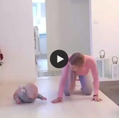 ensinando o bebe a fazer ginastica