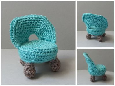 """A Cuttle Little Chair for Your Amigurumi - Free Crochet Pattern - PDF File German and English click Pattern: """"Little chair"""" in blue letters at the end of the post here: http://amilovesgurumi.com/2014/10/31/a-cute-little-chair/"""