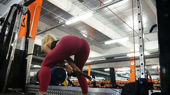 🍑 GROW A BOOTY WITH ONE MACHINE 🍑 These exercises are mostly glute activating, meaning they'll focus on growing your butt rather than your legs. These are: ⚡️Cable Glute Kickbacks ⚡️Cable Glute Pull Throughs ⚡️ Cable Squats I loooove throwing in dropsets to create an extra burn