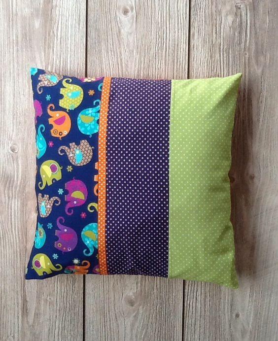 Housse de coussin patchwork pour chambre d enfant ou de bébé,idéal decoration originale et colorée : Textiles et tapis par ma-petite-fabrik