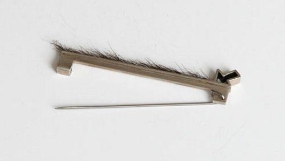 Galatée Pestre -Broche dans le sens du poil:
