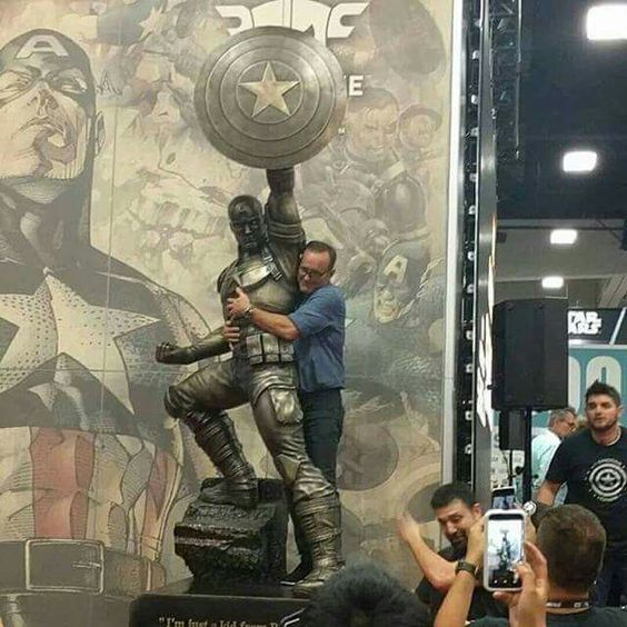 Is it weird that I would do the exact same thing if I got anywhere near that statue. It probably is. I don't care though.