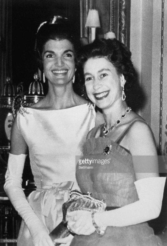 Pin Von Lillyklein Auf Inner Jacqueline Kennedy Onassis Konigin Elisabeth Jackie Kennedy