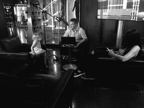 "Stephen Amell on Twitter: ""BTS of 5.01 -- https://t.co/ocX3uU9T1p"""