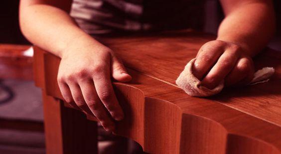 El barnizado a muñequilla con goma-laca es el acabado clásico de los muebles antiguos, de estilo y realizados con maderas nobles. Muy especialmente, los muebles de caoba son los que normalmente lle…