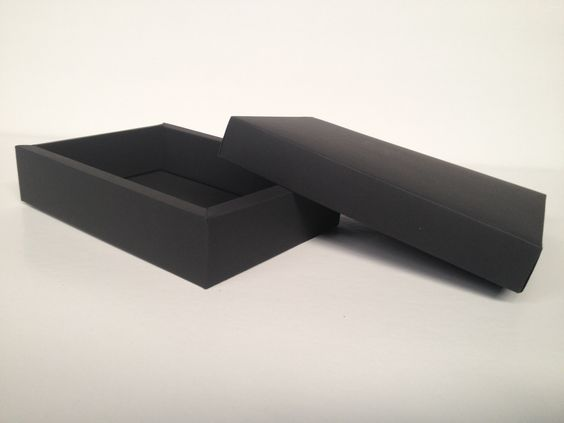 Cajas base y tapa negra con paredes