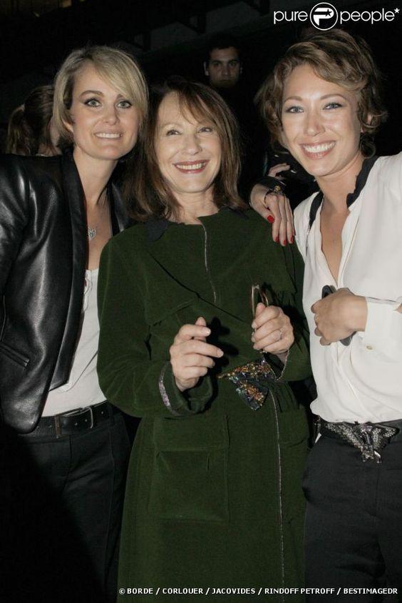 EXCLU : Laura Smet, Nathalie Baye et Laeticia Hallyday au Stade de France avant le concert de Johnny Hallyday, le 15 juin 2012.