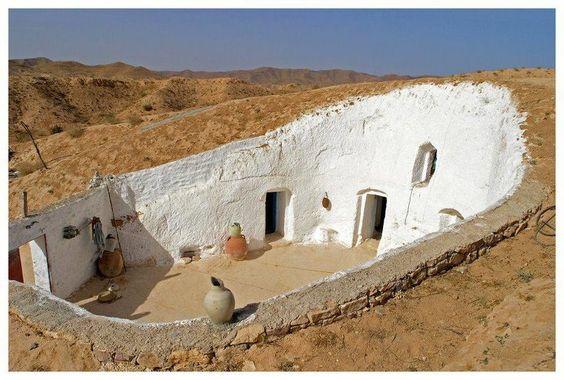 casa cueva con patio, cerca de Trípoli, Libia.