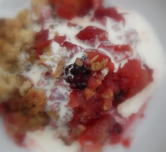 The English Kitchen: Blackberry, Apple and Almond Crumble