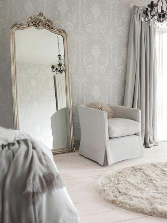 Un bel intérieur scandinave, on aime le papier peint gris clair!
