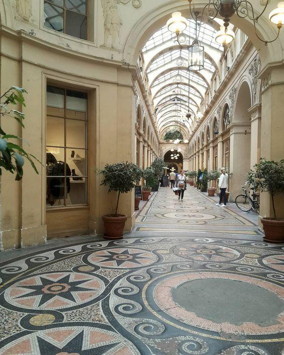 La galerie Vivienne toujours aussi belle ! #galerieVivienne  #passagescouverts  The Galerie Vivienne, always so beautiful... #Paris