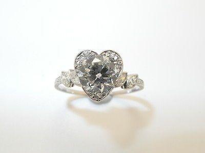 Second Hand ART-DECO ANTIK SOLITÄR RING , PLATIN mit 1,35 Ct. DIAMANT *ARTIKELBESCHREIBUNG Art-Deco , Antik Solitär Ring mit 1,35 Ct. Diamant. Perfekte , Filigrane Verarbeitung und zeitloses Design, Herz Optik. In perfe... Mehr gibt es auf http://www.gebrauchtplatz.de/produkt/art-deco-antik-solitaer-ring-platin-mit-135-ct-diamant/