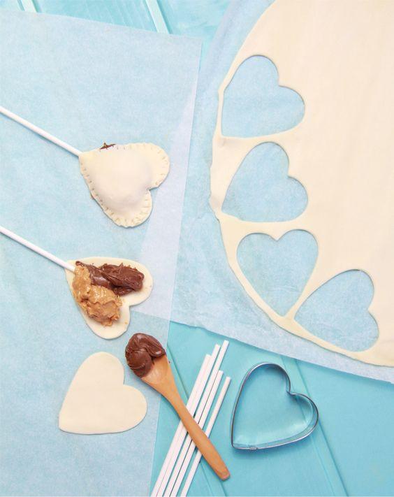Piruletas fáciles de hojaldre, nutella y crema de cacahuete