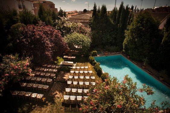 Montaje ceremonia civil, sillas tiffany, tiffany chair, abadía de Recas, boda Recas, boda toledo, boda convento. Decoración boda rústica, rustic chic
