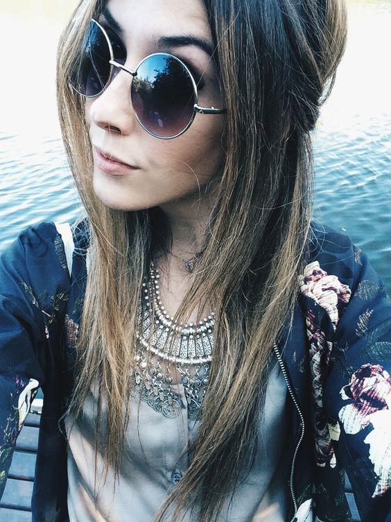 Flávia usando óculos modelo Lennon UI! Gafas®
