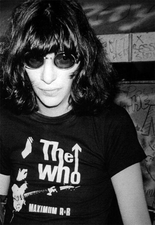 jeffryhyman: Joey Ramone photographed by Bob... http://25.media.tumblr.com/e51ab37864119716a312cecafc4c3363/tumblr_mkwdlkiClh1rmjb8xo1_500.png
