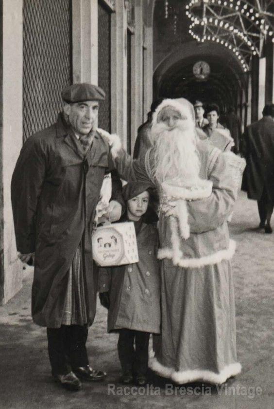 """""""Sotto i portici di  Piazza della Loggia, io con mio padre e un.....Babbo Natale"""", 1962. (Archivio personale di Salvatore Pennisi) http://goo.gl/7Vp2kW"""