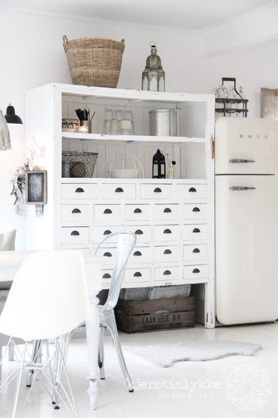 old cabinet, white paint, nice hardware.  I think I can make something similar.