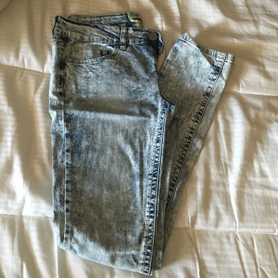 Acid washed skinny jeans Acid washed. Never worn. Got in the juniors section but would probably fit a size 2-4. Jeans Skinny