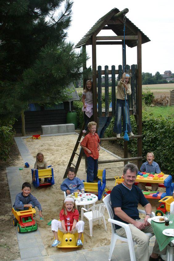 Vom Biergarten aus können Sie Ihre lieben Kleinen beim Spielen auf unserem Spielplatz beobachten.