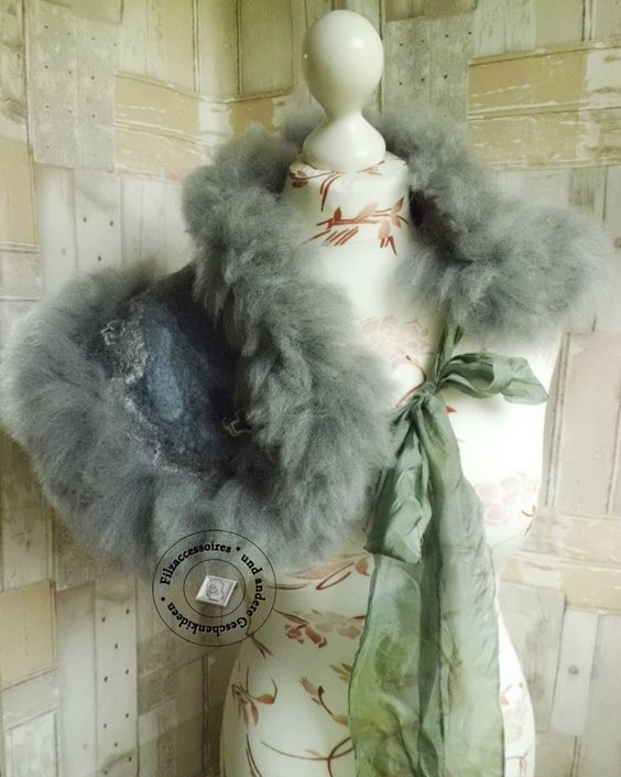Kragen - Kragen aus Alpaka-Vlies handgefilzt Felt Fur grau - ein Designerstück von SweetDecor bei DaWanda