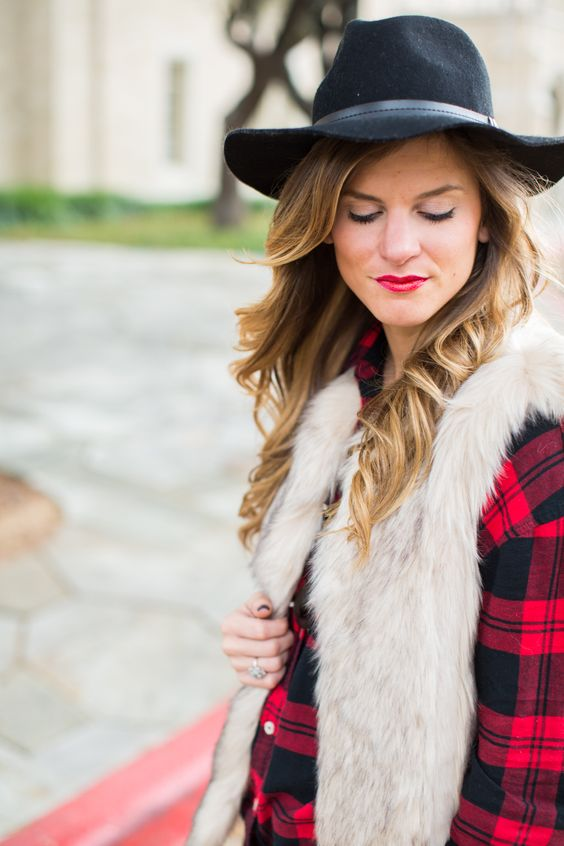faux fur vest and plaid shirt fall outfit-33: