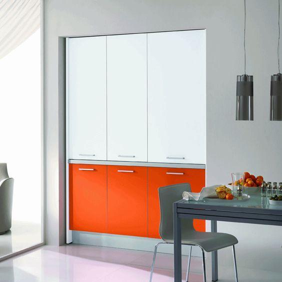 Cucine monoblocco e mini cucine salva spazio, ti permettono di arredare in modo innovativo ed esteticamente ineccepibile il tuo piccolo appartamento o per attrezzare nel tuo ufficio o studio uno spazio dedicato alla cucina.
