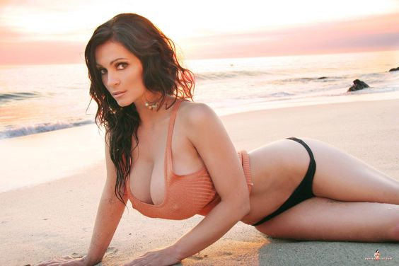 Denise Milani preview of her set Sunset
