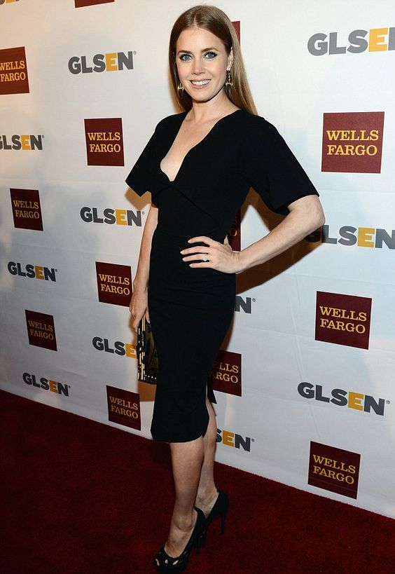 Stunning Amy Adams arrives at 8th Annual GLSEN Respect Awards in a sexy little black dress and high heels. #Amy_Adams #legs #heels