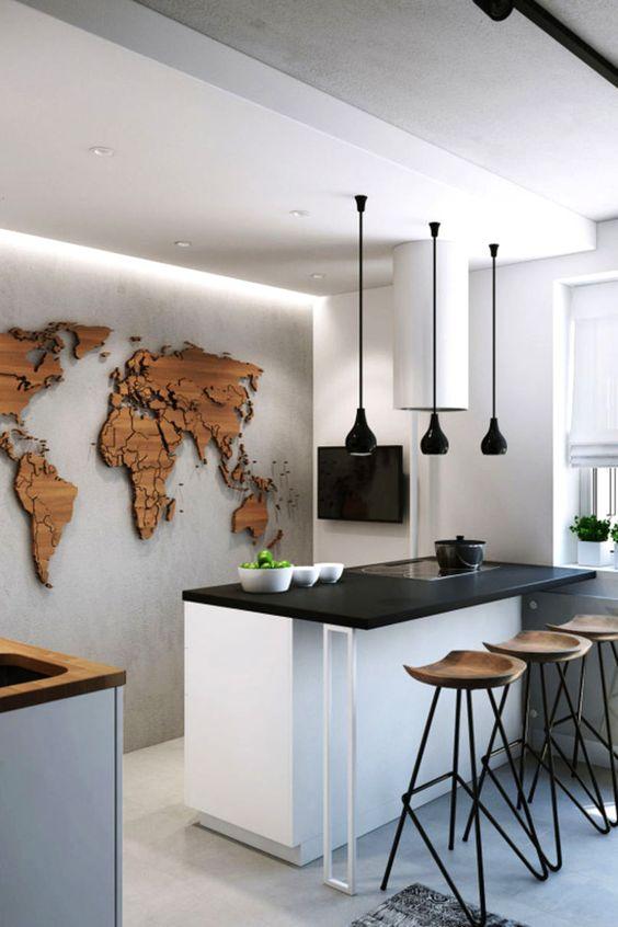 Σε μια μοντέρνα κουζίνα μια ανεξάρτητη κατασκευή του παγκόσμιου χάρτη από ξύλο μπορεί να κοσμεί με εξαιρετικό τρόπο τον τοίχο αυτής.
